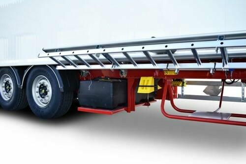 400 literes víztartály nagynyomású mosóval mozgópadlós félpótkocsihoz