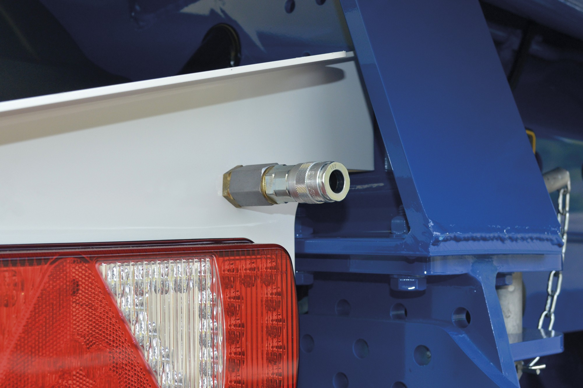 rear pneumatic air connection